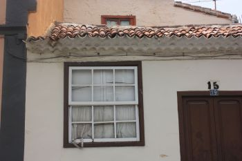 House number change in La Noria from number 15 to 19 or vice versa. New numbers show up next to old ones on several buildings of all sizes.