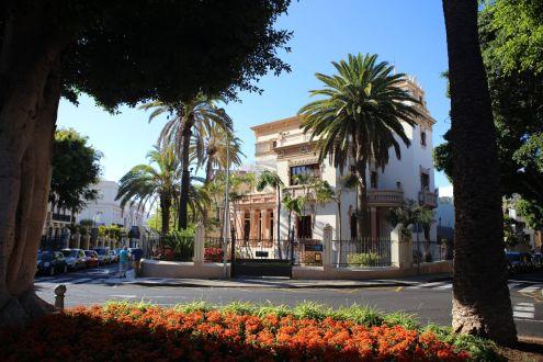 Houses by Plaza de los Patos and Calle Castillo of Santa Cruz de Tenerife