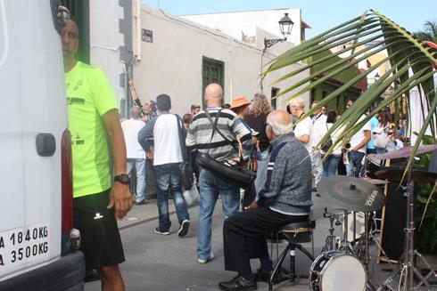Jazz street musicians prepare a concert