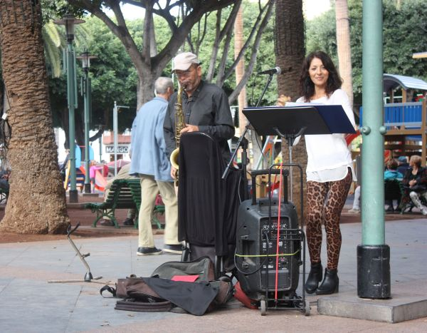Jazz street musicians Lena and José who usually perform at the town market el Mercadillo.