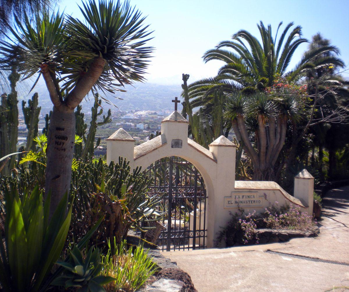 La Finca El Monasterio as written on its gate