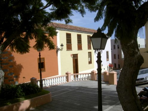 La Parra Baja Cultural Center with tourism office opposite Hacienda de los Principes.