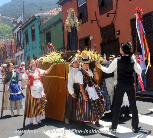 Labor of love and stamina by elderly woman who carry Santa Maria de la Cabeza.
