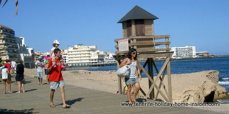 Lifeguard look-out tower Medano by the boardwalk
