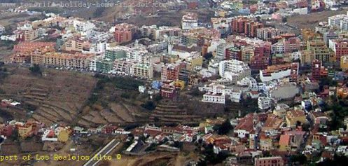 Los Realejos Alto commercial center with land terraces for vegetable planting in the Gorge Godinez. Realejo Bajo and Tigaiga in the foreground are not so close in reality.
