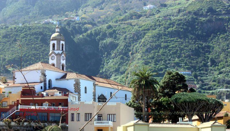 Los Realejos Bajo with church Iglesia Nuestra Senora de la Concepcion, twin dragon trees and mountain forests behind.