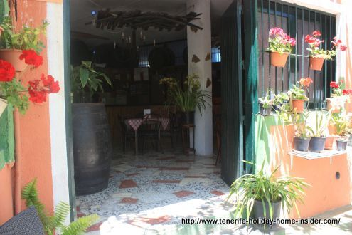 Los Realejos bodega with charming pots of Geraniums outside on the walls.
