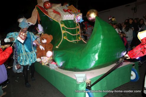 Magnificent Cabalgata float in form of a big green shoe carrying children gifts