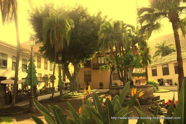 Main square de la Pila of Icod de los Vinos by another angle.