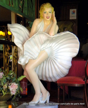Marilyn Monroe sculpture life size