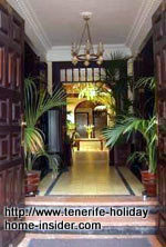 Lovely hotel entrance in Calle Quintana,11.