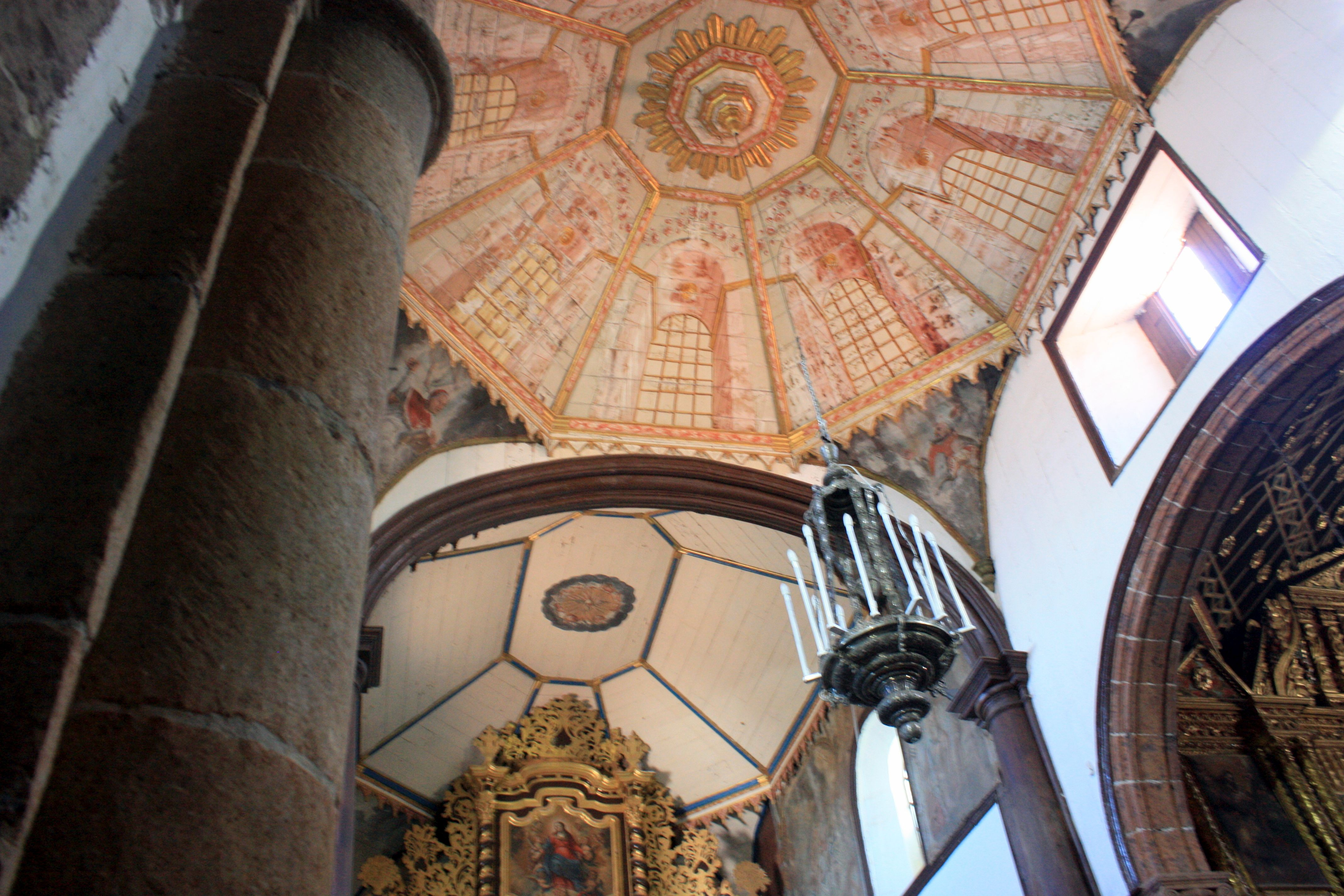 Massive round columns carry three church naves with Mudejar as well as artistic cupola altar ceilings.
