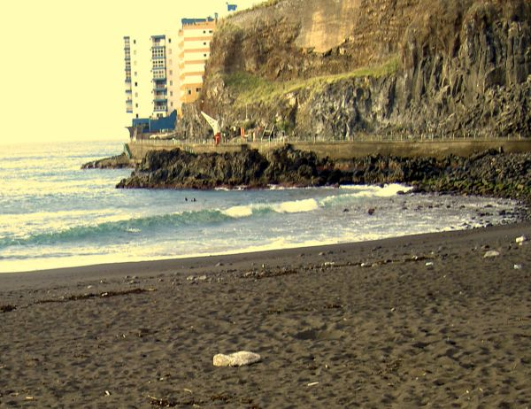 Mesa del Mar Playa de la Arena with sky-rise by the tunnel that adjoins the rock pools