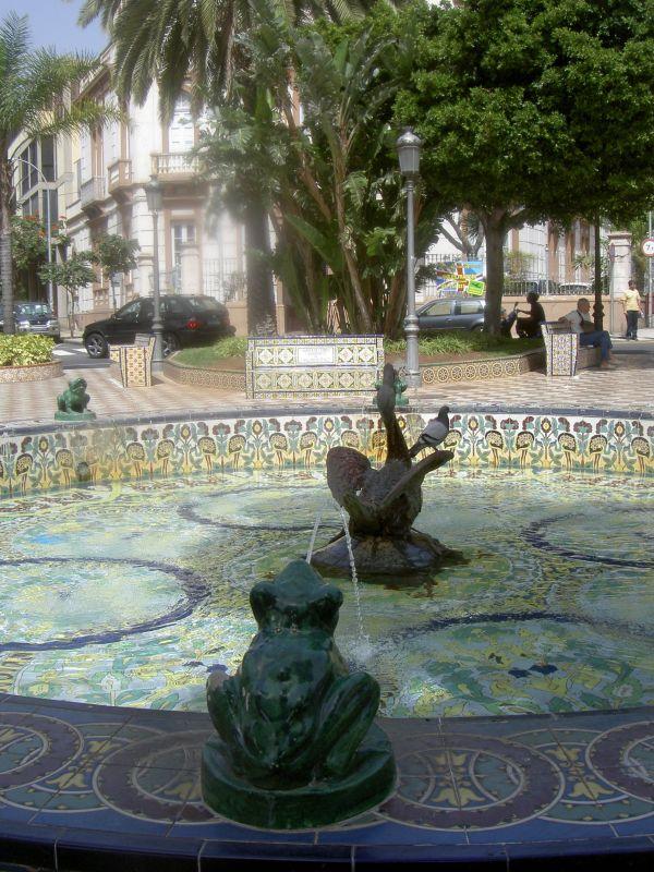 Mozaic crafts of pond Plaza los Patos.