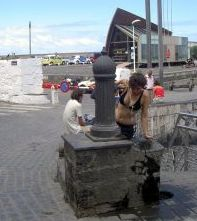 Muelle fountain for people and their dogs