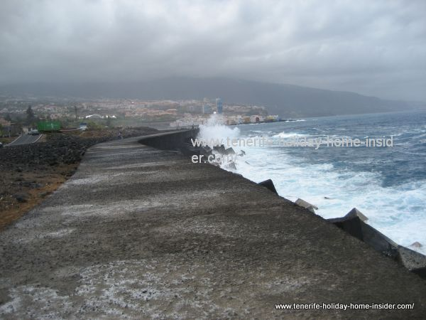 Muelle Puerto Cruz with most dangerous waves