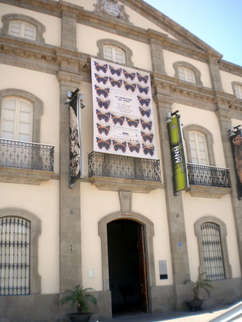 Museo de la Naturaleza y del hombre portal facade with architectural features.