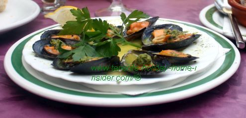 Mussels in herbal sauce Mejillones a la Arcon.