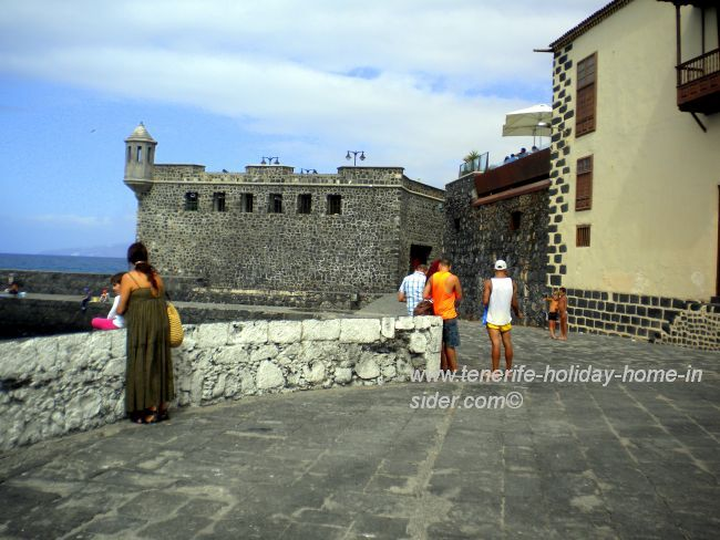 Old fort where canons are behind it.