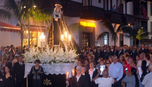 Onlookers join Good Friday process Puerto de la Cruz.