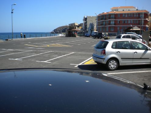 Seaside parking by Calle Obispo Perez of Candelaria.