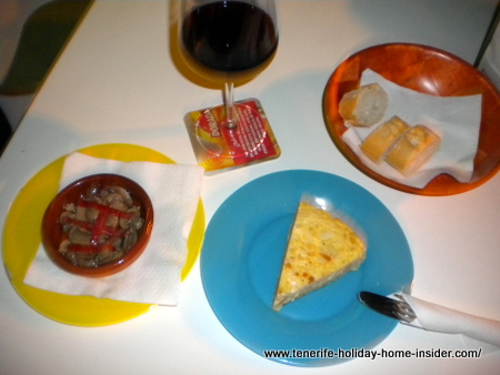 Pinchos and Rioja Crianza wine