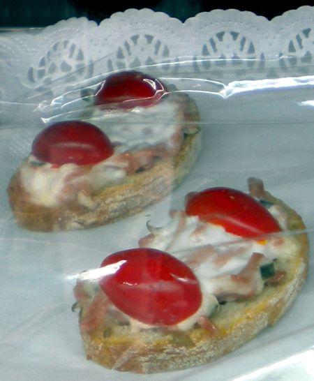 Pinchos con Ensaladillo Marizco Seafood Salad