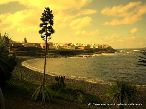 Playa Caleta de Interian bay with ocean front that leads to Bar Rubio.
