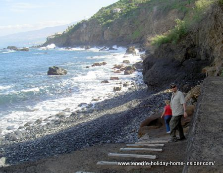 Playa de las Aguas 80m gravel beach with fishing boat shelter