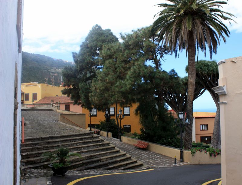 Plaza Alfonso Dominguez or Plaza de los Dragos with oldest stairway of Tenerife Island. The cobble stone stairs were built in 1570.