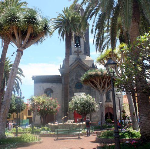 Plaza de la Iglesia de N.S.de la Peña Francia.