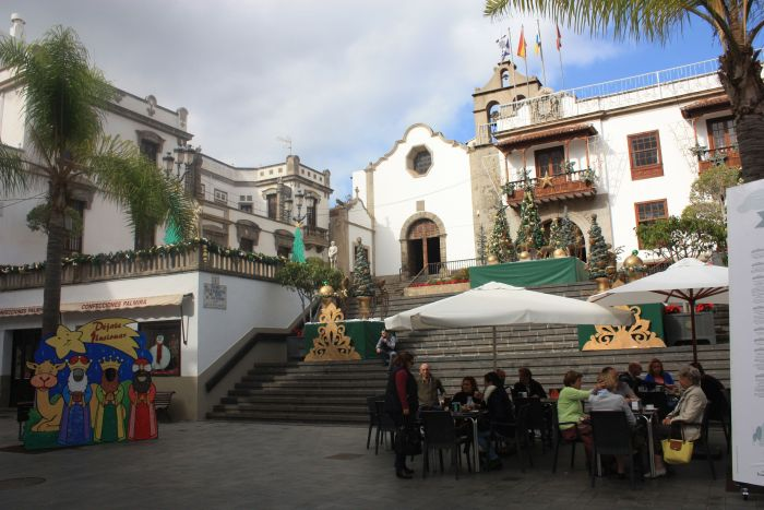 Plaza Luis de Leon Huertas with Town Hall for occasional events and shows.