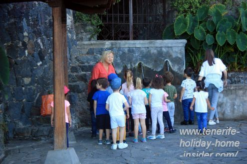 Preschool teacher teaches kids about Spanish traditions of Los Lavaderos.