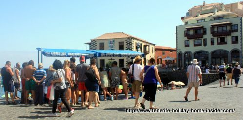 Puerto Cruz fish market in the open zone by el Muelle.