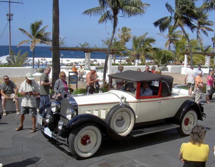 Puerto Cruz retro-car rally of carnival.