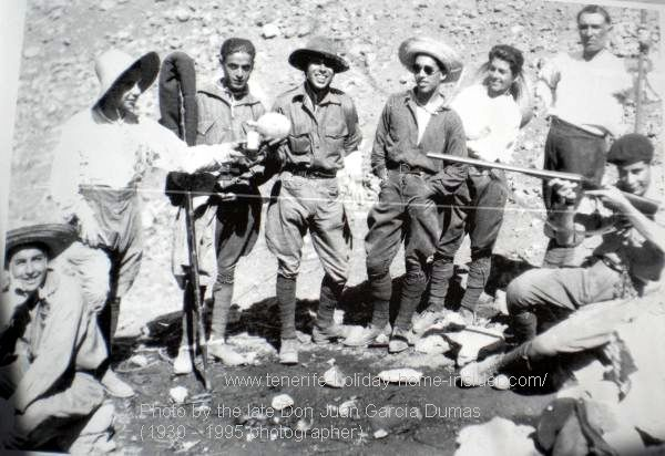 Realejos walking in 1960 with the young explorers