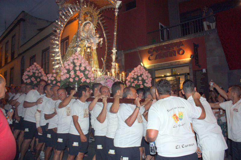 Religious festival at Los Realejos with the highlight of the Marinos of El Puerto who carry their communal patroness of the seas.