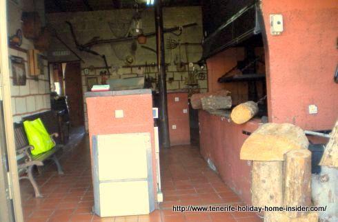 Restaurante Asador El Monturrio for wood fire barbecue chicken take away in Tenerife.