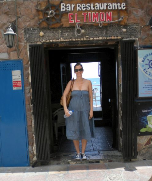 Restaurant El Timon entrance with Gabriele Muellenberg's daughter.