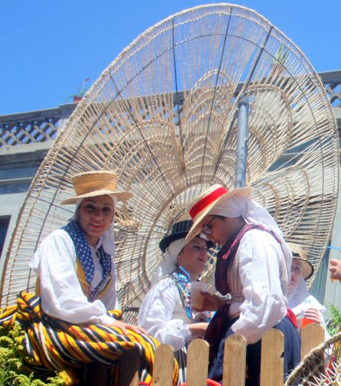 Romera Abenauera Labrador Barreto of the associación de Fiestas Calle La Cruz.