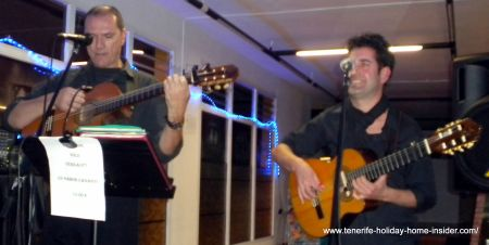 Sabor Canario music by Juan and Lolo at live event of the Spanish Taperia  La Longuera