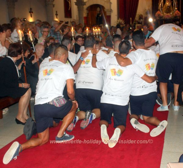 Seamen proceeding toward the altar and Nuestra Señora del Carmen on their knees.