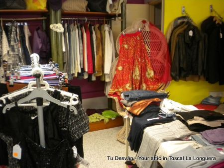 Second hand clothes by Desvan