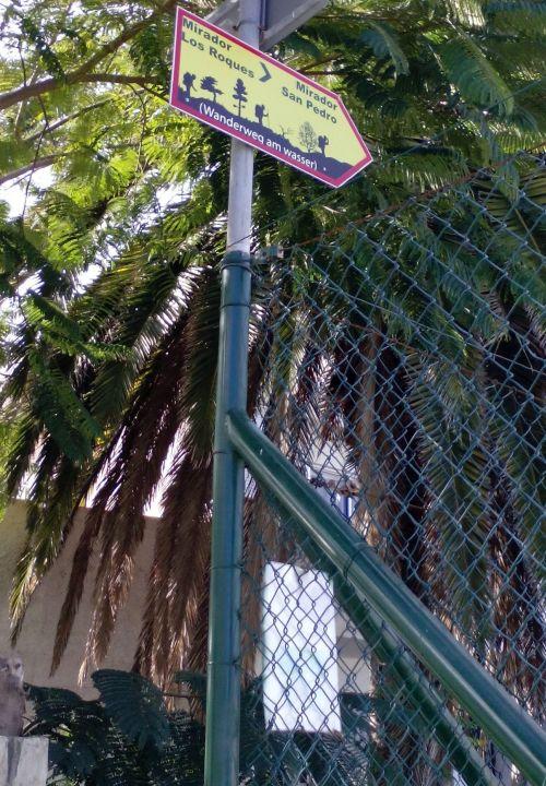 Shortcut via calle Violetas and Tenis club Romantica from Calle Las Mimosas in Romantica II.