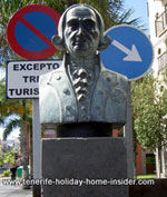 Spanish art by a street corner traffic sign