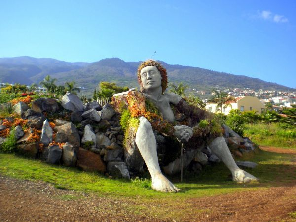 Statue landscaping at La Quinta Park Tenerife North.
