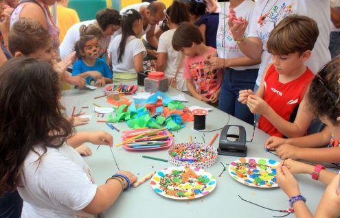 Street art and crafts activities for little children at Longuera festival in 2017