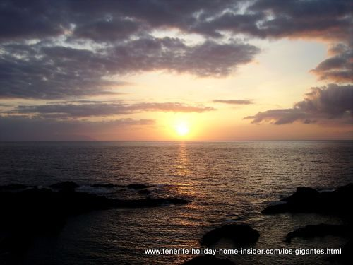 Sunset over La Gomera to watch by the giant cliffs