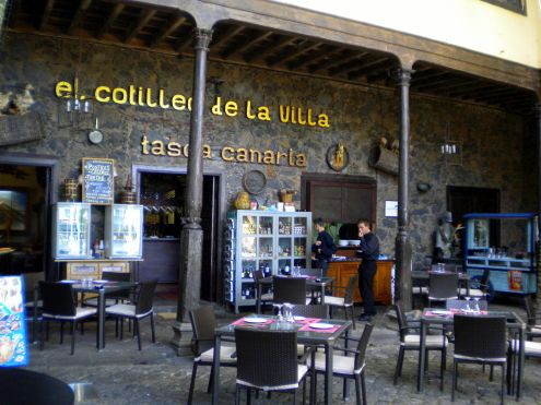 Tasca Casa Lercaro El Cotilleo de la Villa with its Orotava bar front