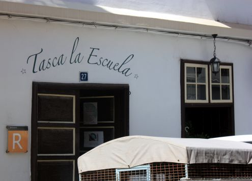 Tasca La Escuela an Italian Restaurant in Calle Estrella,27 down the road from Plaza de la Luz.